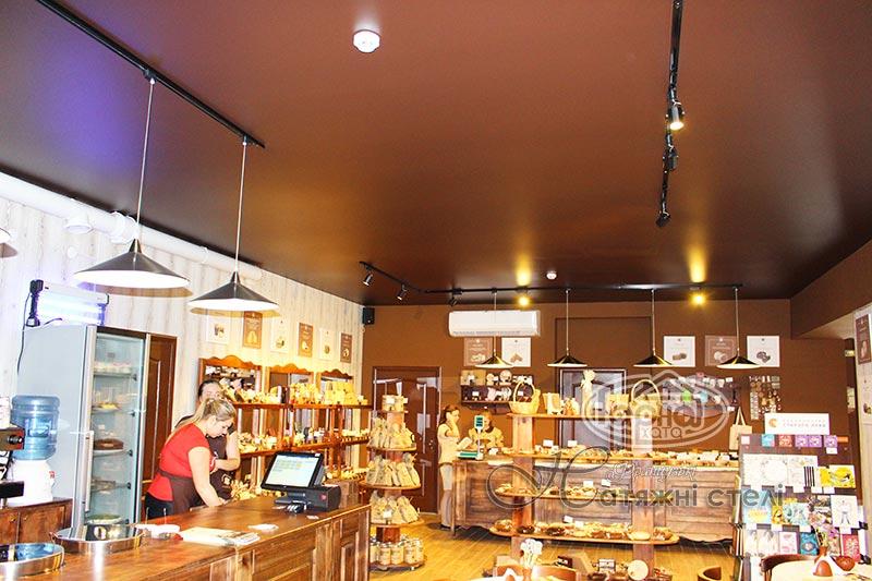 матові шоколадні стелі